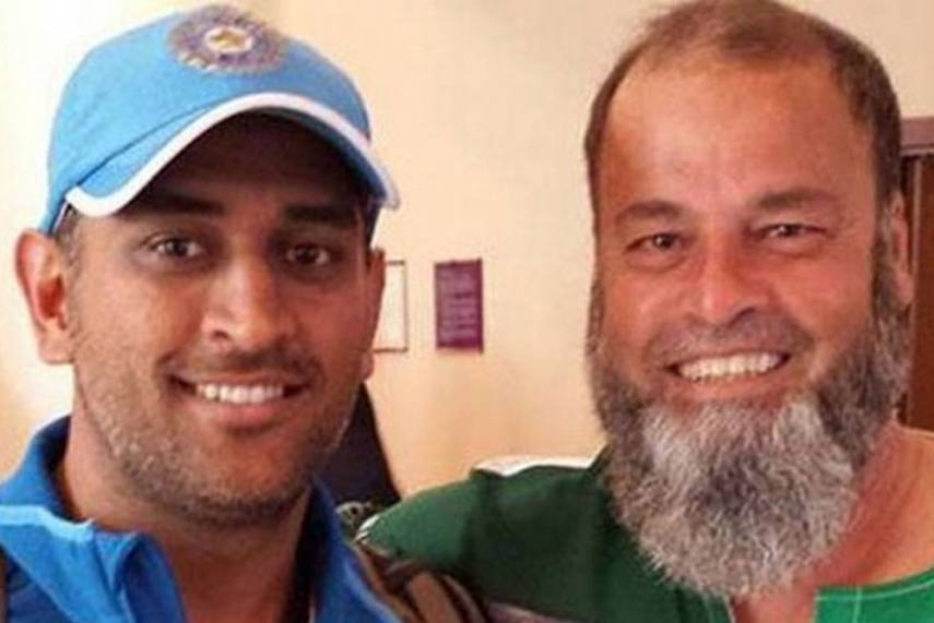 Dhoni with Pakistani fan